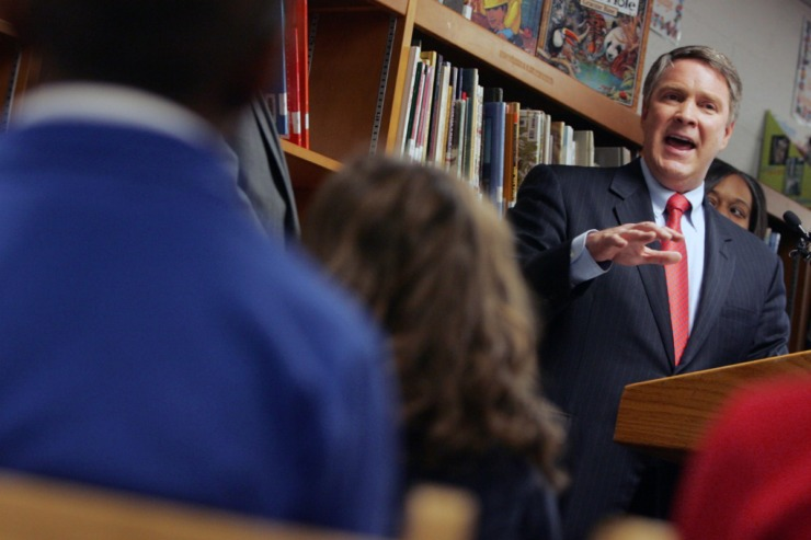 """In early 2020, Tennessee's State Collaborative on Reforming Education (SCORE), founded by former U.S. Sen. Bill Frist (reading to Nashville students in a 2009 file photo) issued a report called """"The Science of Reading."""" (Samuel M. Simkins/AP))"""